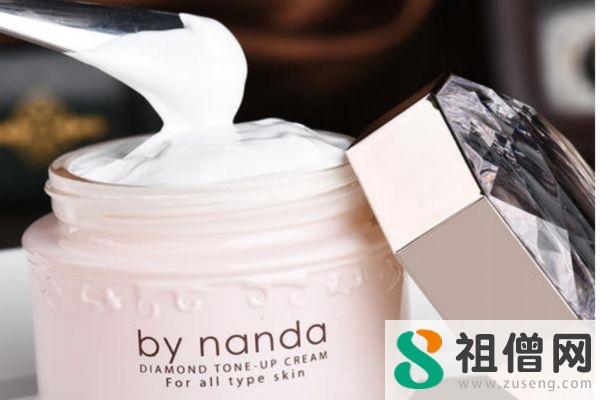 使用素颜霜的化妆步骤  素颜霜在化妆中的顺序