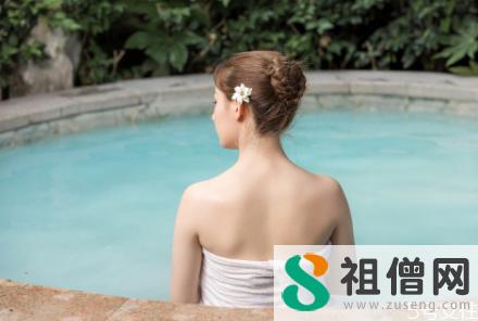 泡温泉正确步骤 温泉水可以洗头发吗