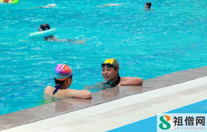 公共泳池对人体有哪些健康隐患 游泳池游泳如何做好个人防护